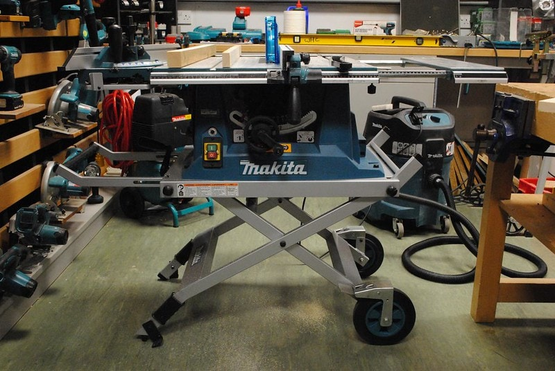 Jobsite table saw