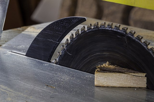What is table saw kickback and how to prevent it From Happening 1